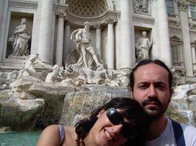 con Lourdes en la Fontana di Trevi