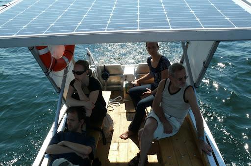 fahrt mit einem solarboot auf dem senftenberger see