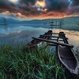 Traditional Boat at Tamblingan Bali by Gus Mang Ming - Transportation Boats ( bali, sunset, sunrise, boat )
