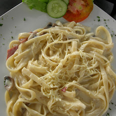 Divinely Creamy Low-Fat Fettuccine Alfredo
