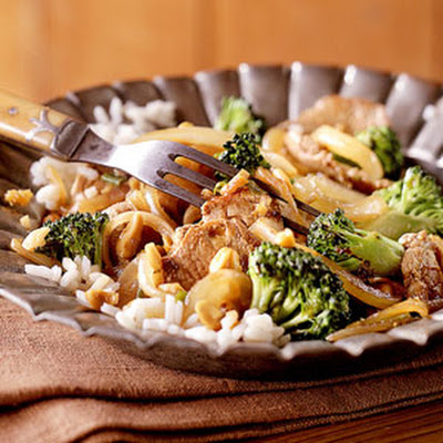 Stir-Fried Pork with Broccoli and Cashews