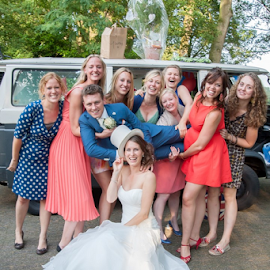 bus by Lucien Vandenbroucke - Wedding Groups