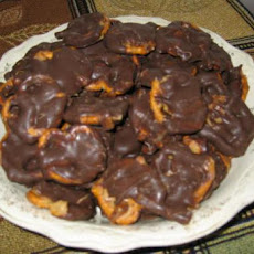 Caramel Chocolate Peanut Butter Pretzel Bites (Like Take 5)