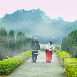 evening of life by Arnab Bhattacharyya - People Couples
