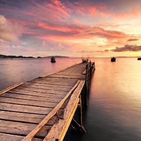 IMG_0893 Menantikan Sunset di Ujung Dermaga_1024.jpg