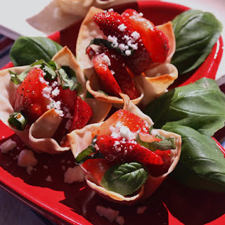 Strawberry Wonton Cups
