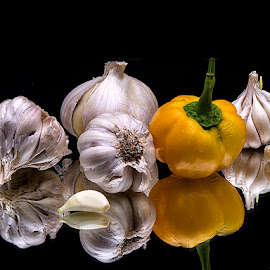 Garlic with yellow bell pepper by Rakesh Syal - Food & Drink Fruits & Vegetables