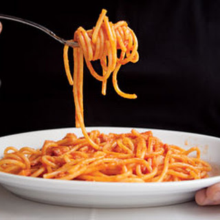 Bucatini with Spicy Tomato Sauce (Bucatini all'Amatriciana)