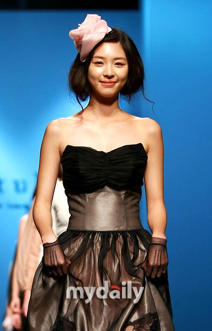 Lee Yeon Hee-Fashion Week Photos