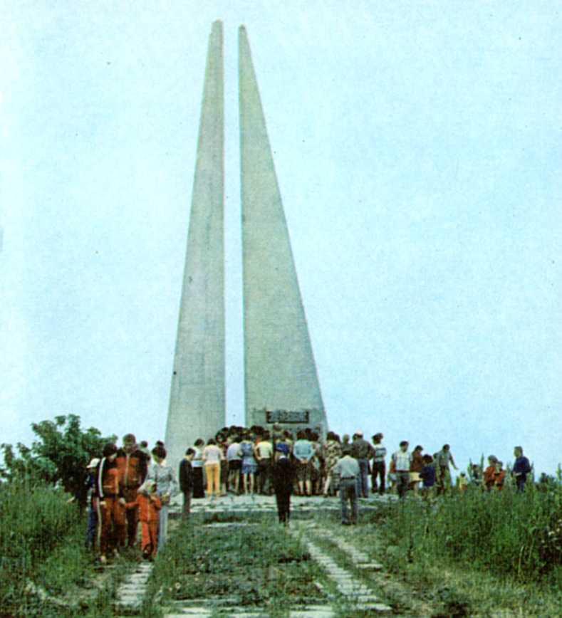 Березань. Памятник Шмидту и матросам.