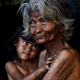 Grandmother and the kid by Thảo Nguyễn Đắc - People Family ( mom and 'kid' )