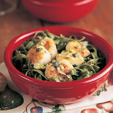 Basil Scallops with Spinach Fettuccine
