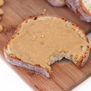 Healthy Homemade Peanut Butter (100% natural with no sugar added!)