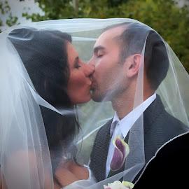 by Karen McKenzie McAdoo - Wedding Bride & Groom