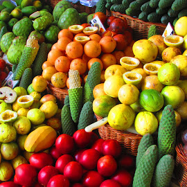Mercado dos Pescadores by Ze Miguel Palricas - Food & Drink Fruits & Vegetables ( market, colors, old town, portugal, madeira )