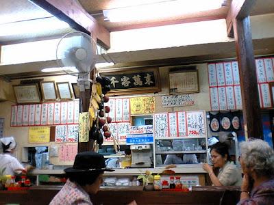 太栄食堂・店内