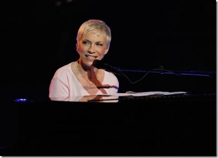 Annie Lennox  american Idol Gives Back video Performance picture