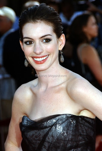 anne hathaway face. Photo of Anne Hathaway
