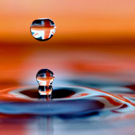 by Simon Bond - Abstract Water Drops & Splashes