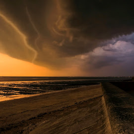 Approaching storm by Jeremy Sage - Landscapes Cloud Formations ( stormy, beach, landscape, storm, coast, lights, england, sky, nature, isle of sheppey, dark, dramatic, cloudy, weather, evening, marine, clouds, ominous, thunderstorm, windy, kent, sea, cloudscape, copyright, dusk, conditions, color, blue, sunset, outdoors, ;, approaching, jeremy sage, scene, view, leysdown, natural, atmospheric, wall )