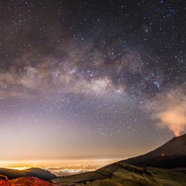 Milkyway and volcano by Cristobal Garciaferro Rubio - Landscapes Mountains & Hills ( milkyway, panoramica, volcano, pano, popo, mexico, popocatepetl, smoking volcnao, eruption )