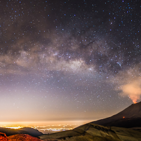 Milkyway and volcano by Cristobal Garciaferro Rubio - Landscapes Mountains & Hills ( milkyway, panoramica, volcano, pano, popo, mexico, popocatepetl, smoking volcnao, eruption )