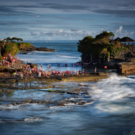 Tanah Lot by Ferdinand Ludo - Landscapes Waterscapes ( bali, pilgrimage temple, indonesia, tanah lot )