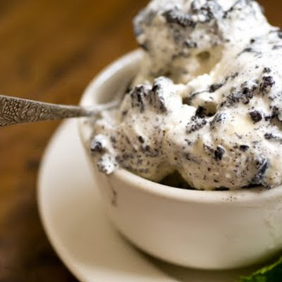 Mint chocolate cookies and cream ice cream (loosely adapted from two recipes in Sweet Cream and Sugar Cones by Kris Hoogerhyde, Anne Walker amd Dabney Gough)