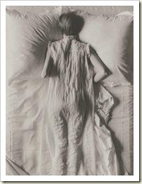 mujer-en-la-cama-irvinpenn