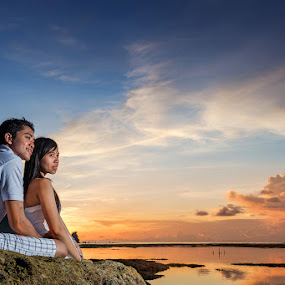 Sunset to Witness by Rah Juan - People Couples ( engagement photo, baliphotographer, sunset, bali photo service, couple, bali wedding photographer, beach, bali natural photoworks, people )