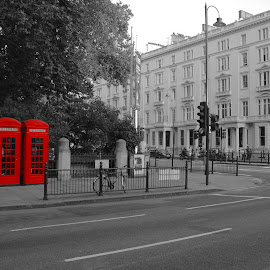London booth by Angelo Pereira - City,  Street & Park  Street Scenes ( selective color, pwc )