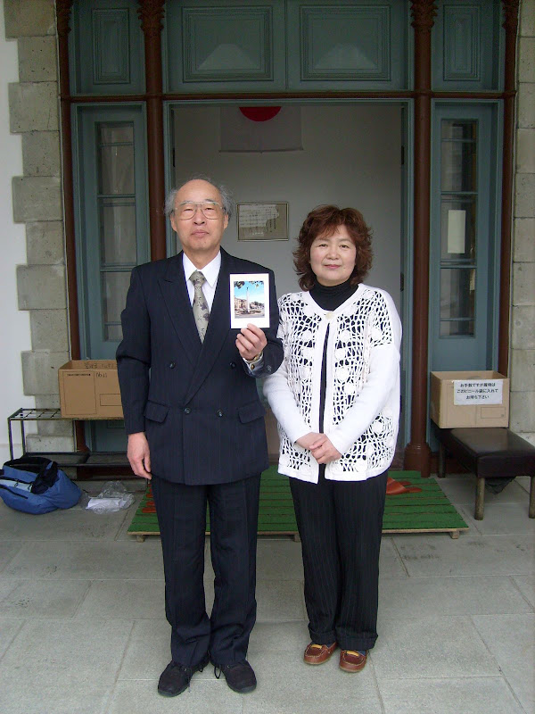 Master Ukon Tugue and his assistant outside the building.