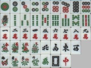 de cima para baixo: 1-9 Círculos, 1-9 Bambus, 1-9 Letras, 1-4 Estações, NSEW, 1-4 Flores, FPC
