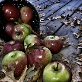 by Dipali S - Instagram & Mobile Android ( autun, oak, fall, apples, leaves )