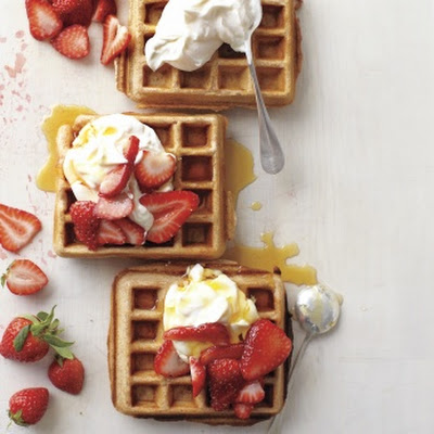 Whole-Grain Waffles with Sliced Strawberries and Yogurt