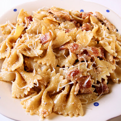 Becky Higgins' Garlic Chicken Farfalle