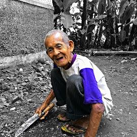 simbah by Edi Waluyo - People Portraits of Men ( grandpa, grand father, old man, neighbor, man )