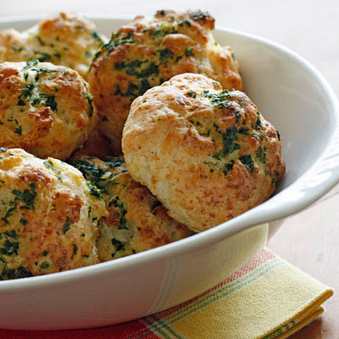 Easy Garlic Cheddar Biscuits