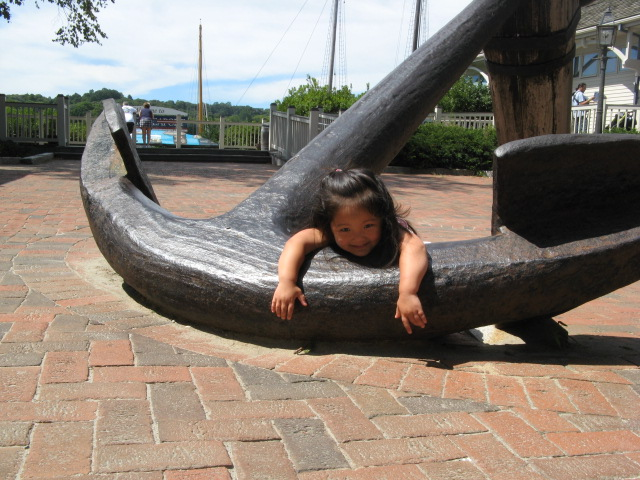 Li-Li, weighing down the anchor