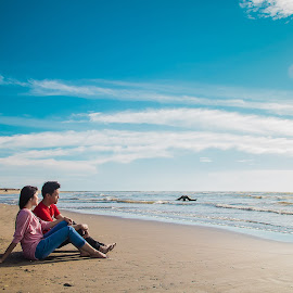Blue Heaven 2 by Hizzband Aditya - People Couples ( clouds, sand, waves, sea, beach, coast, love, sky, red, blue, indonesia, padang, cloud, couple, pink, hizzband,  )