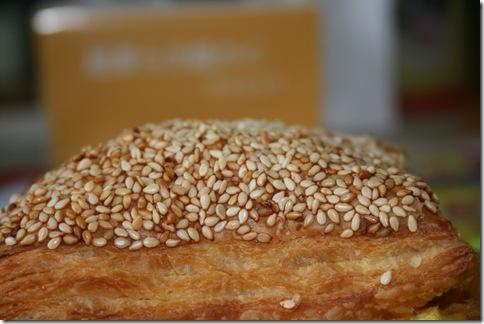 總匯歐姆蛋燒餅-上層芝麻粒