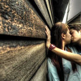 kiss kiss by Jyn Tah Zen - People Couples