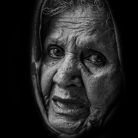 Granny by Indresh Gupta - Black & White Portraits & People ( granny, b&w, black and white, woman, bw, portrait, senior )