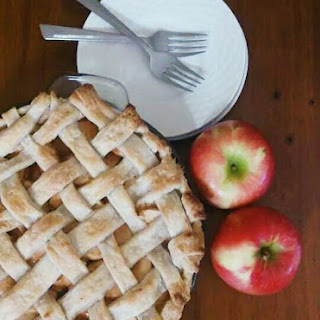 Cinnamon Caramel Apple Pie