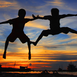 Kids Jumping by Er Agung Abdillah - Babies & Children Children Candids ( silhouette, beach. harbor. )