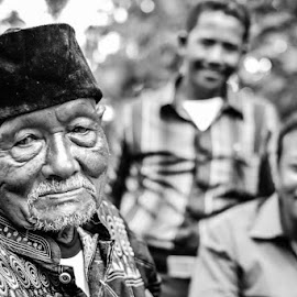 mbah kungFUJIFILM XE1+35mm f1,4 XF by Septian Setyo - People Portraits of Men