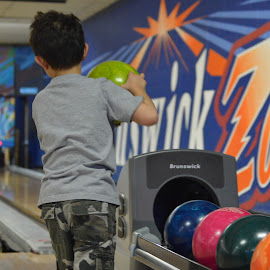 by Kevin Dietze - Sports & Fitness Bowling