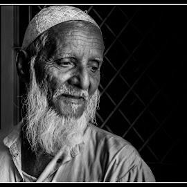 Lallan Miyan by Prasanta Das - People Portraits of Men ( old, prtrait, close up, man )