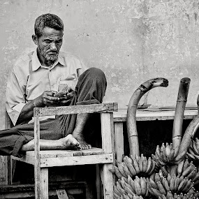 Pedagang Pisang by Yoga Pratama - People Portraits of Men