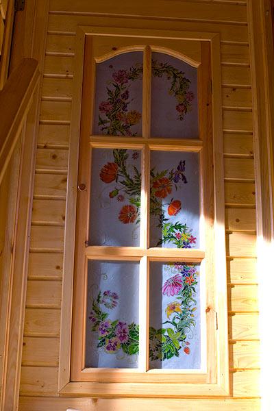 Роспись двери в дачном доме, роспись стекла, витраж, цветы